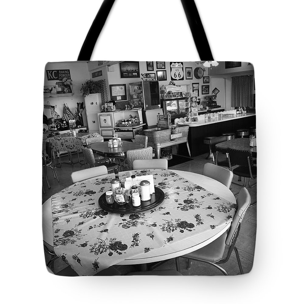 66 Tote Bag featuring the photograph Diner On Route 66 by Frank Romeo