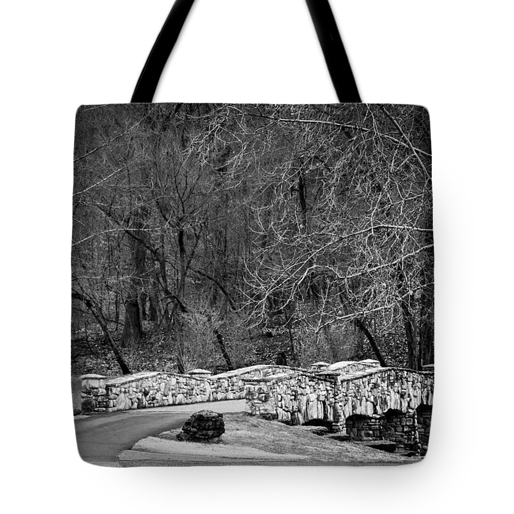 Tree Tote Bag featuring the photograph Dogwood Canyon Nature Park Near Branson Mo by Cindy Tiefenbrunn