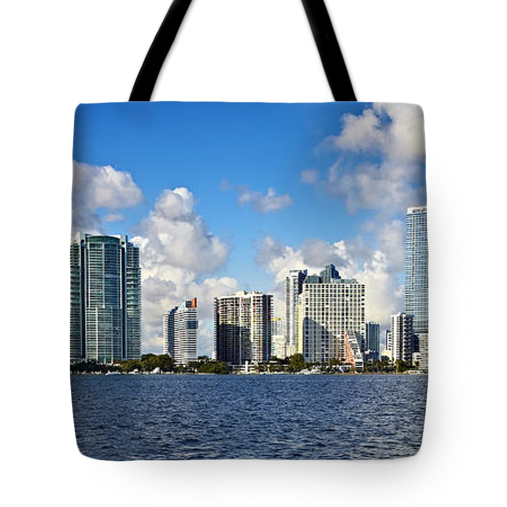 Downtown Miami Tote Bag featuring the photograph Downtown Miami by Eyzen M Kim