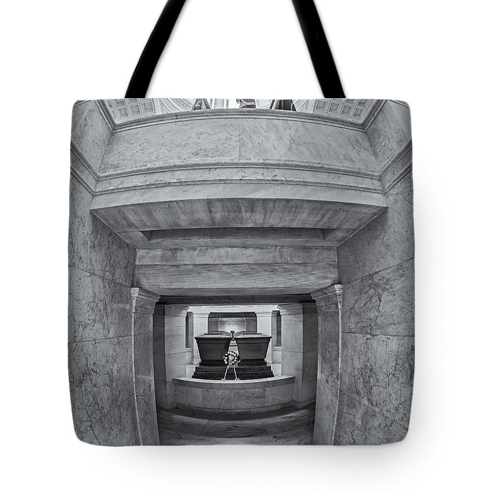 America Tote Bag featuring the photograph General Grant National Memorial by Susan Candelario