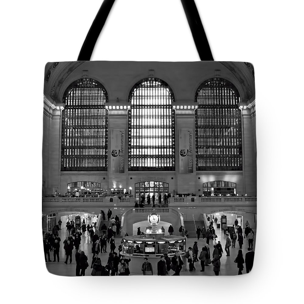 New York City Tote Bag featuring the photograph Grand Central Station Bw by Lindley Johnson