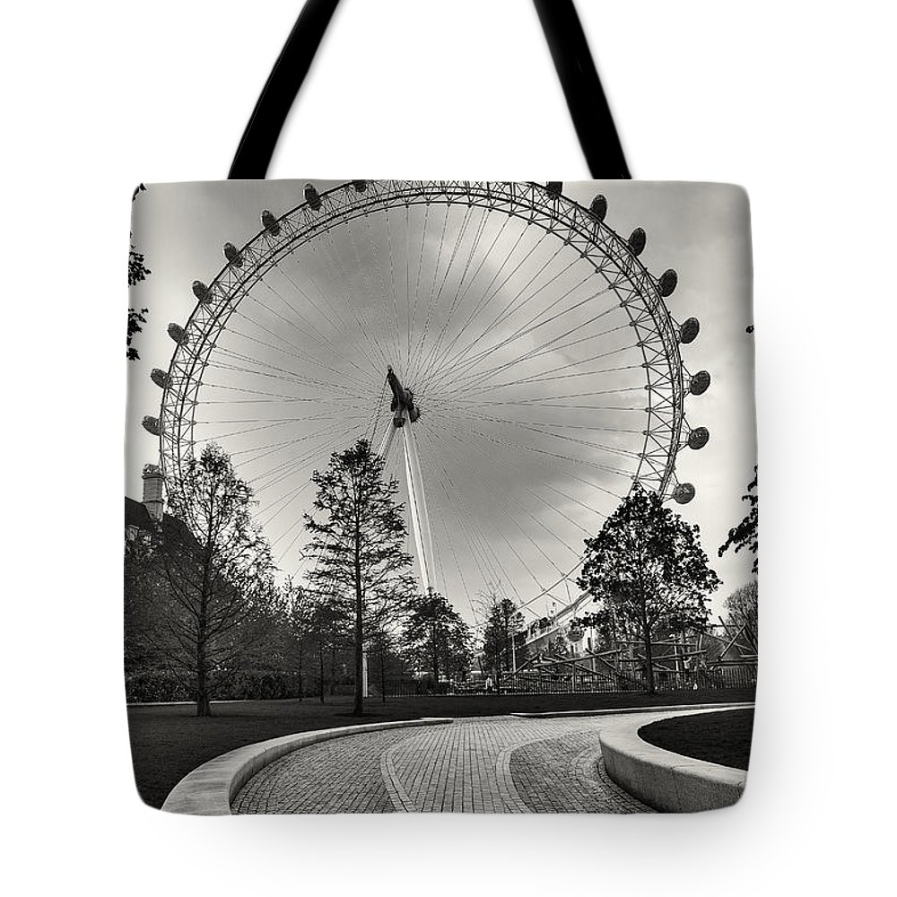 London Tote Bag featuring the photograph London Eye by Alfio Finocchiaro