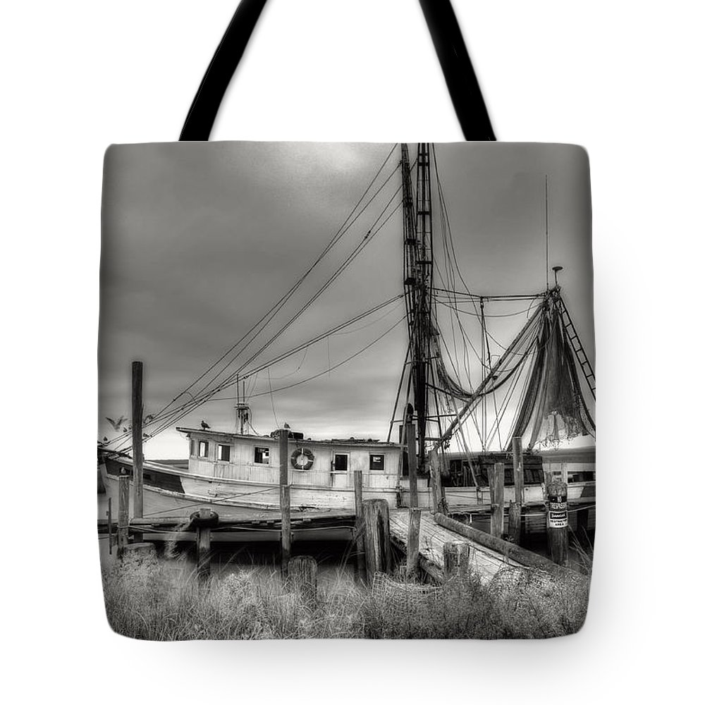 Shrimp Boat Tote Bag featuring the photograph Lowcountry Shrimp Boat by Scott Hansen