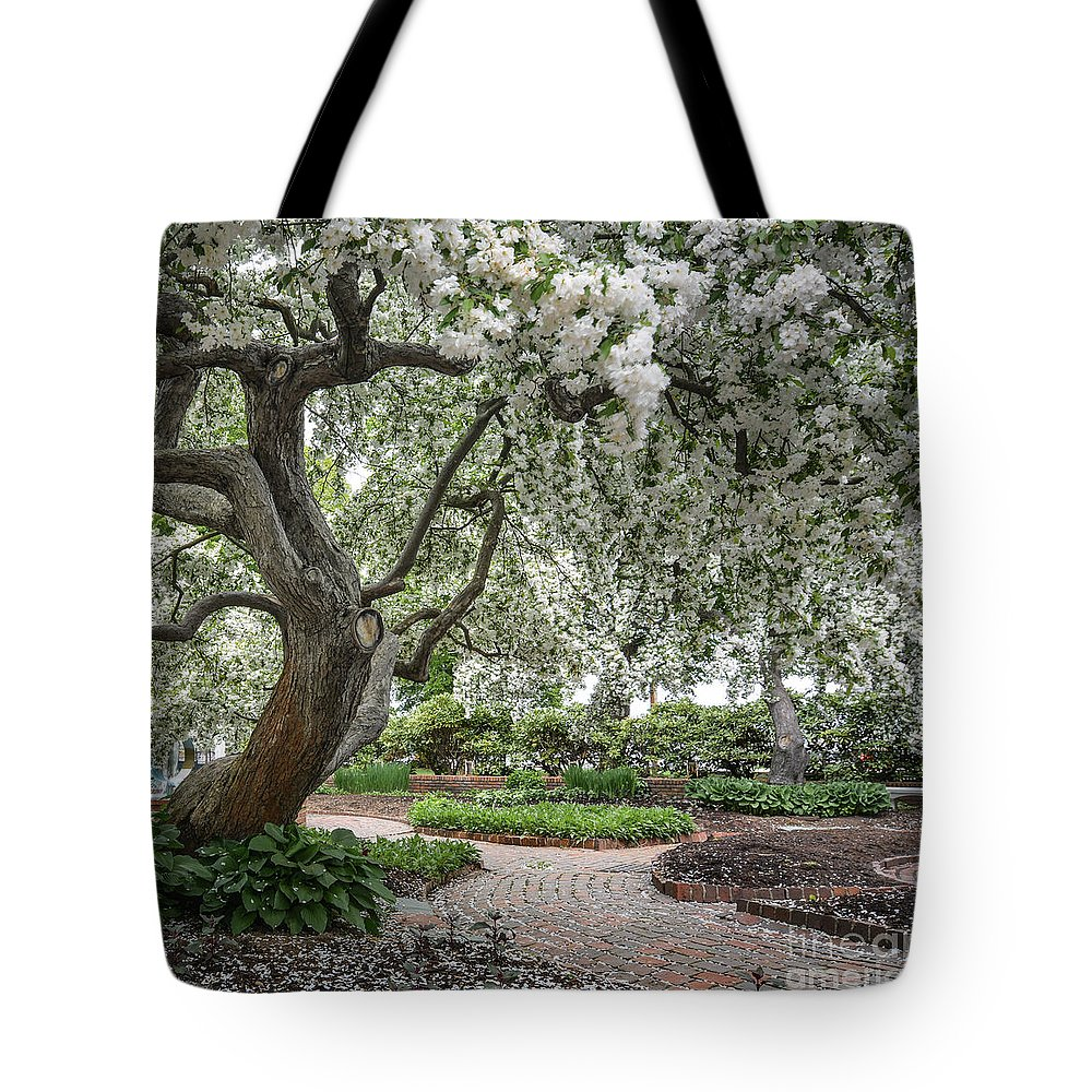 Portsmouth Tote Bag featuring the photograph Prescott Park by Scott Thorp