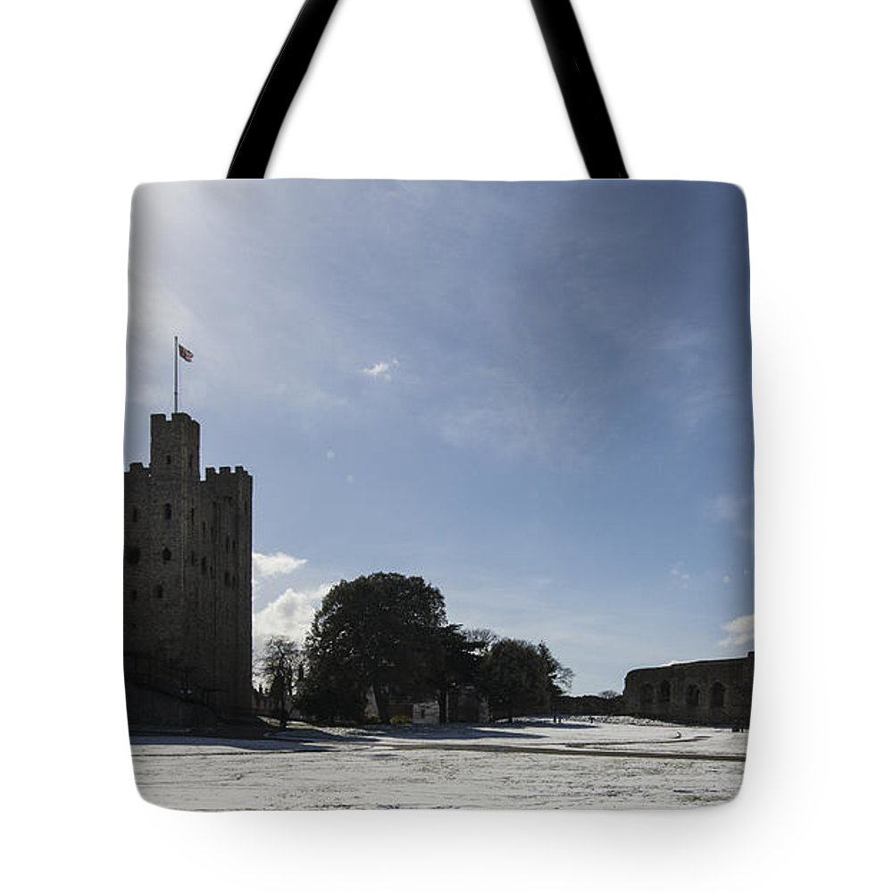 Castle Tote Bag featuring the photograph Rochester Castle by Dawn OConnor