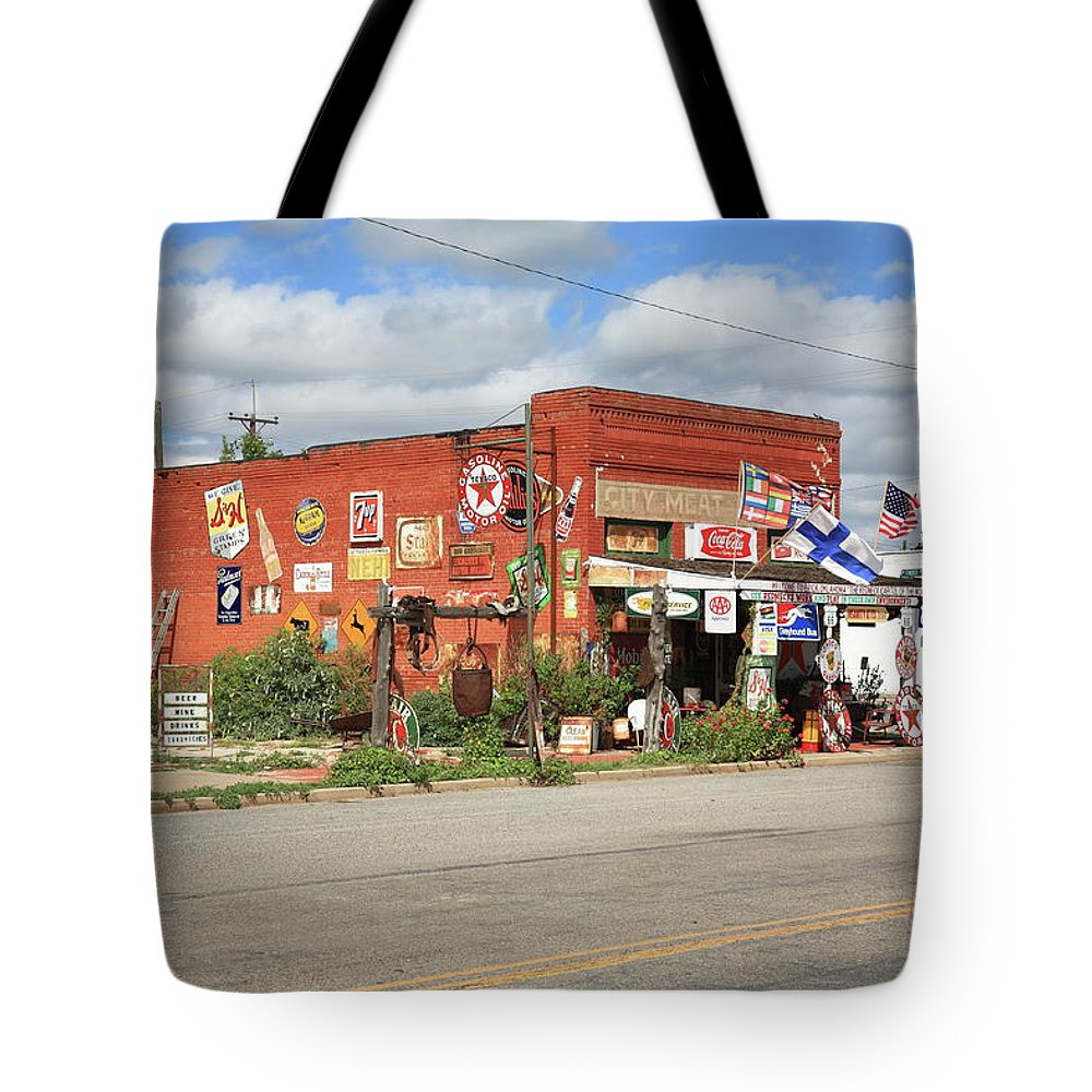 66 Tote Bag featuring the photograph Route 66 - Sandhills Curiosity Shop by Frank Romeo