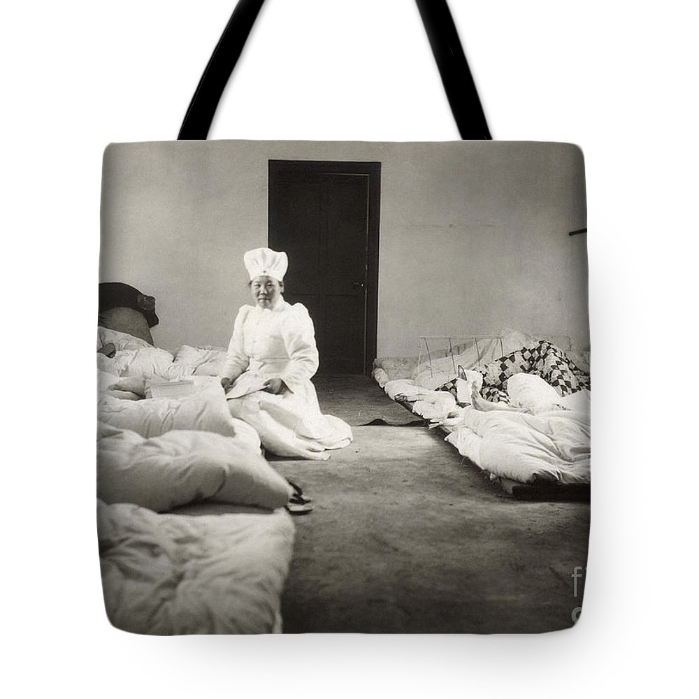 1904 Tote Bag featuring the photograph Russo-japanese War, 1904 by Granger