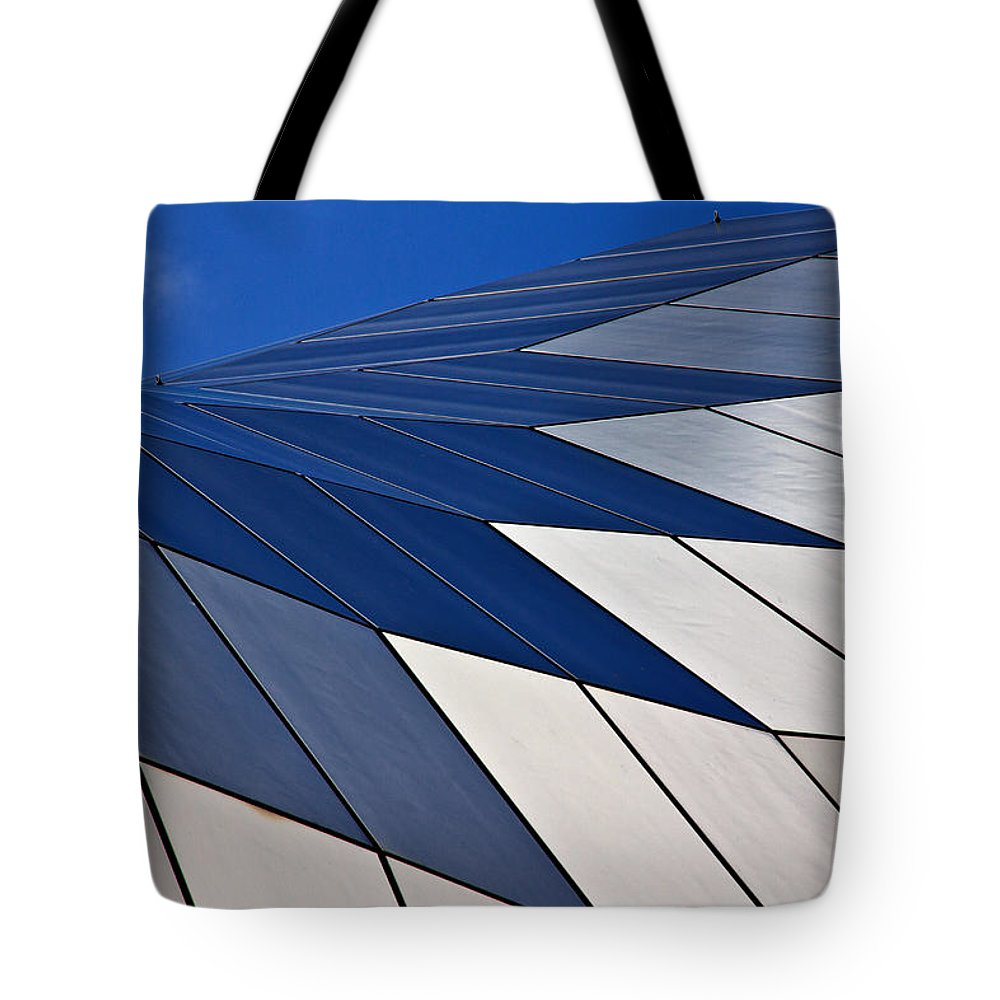 Sage Tote Bag featuring the photograph Sage Gateshead by David Pringle