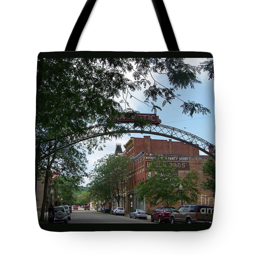Chillicothe Tote Bag featuring the photograph Second Street by Charles Robinson