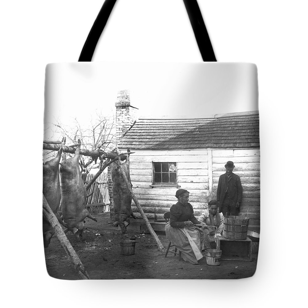 1890 Tote Bag featuring the photograph Sharecropper Family, 1900 by Granger
