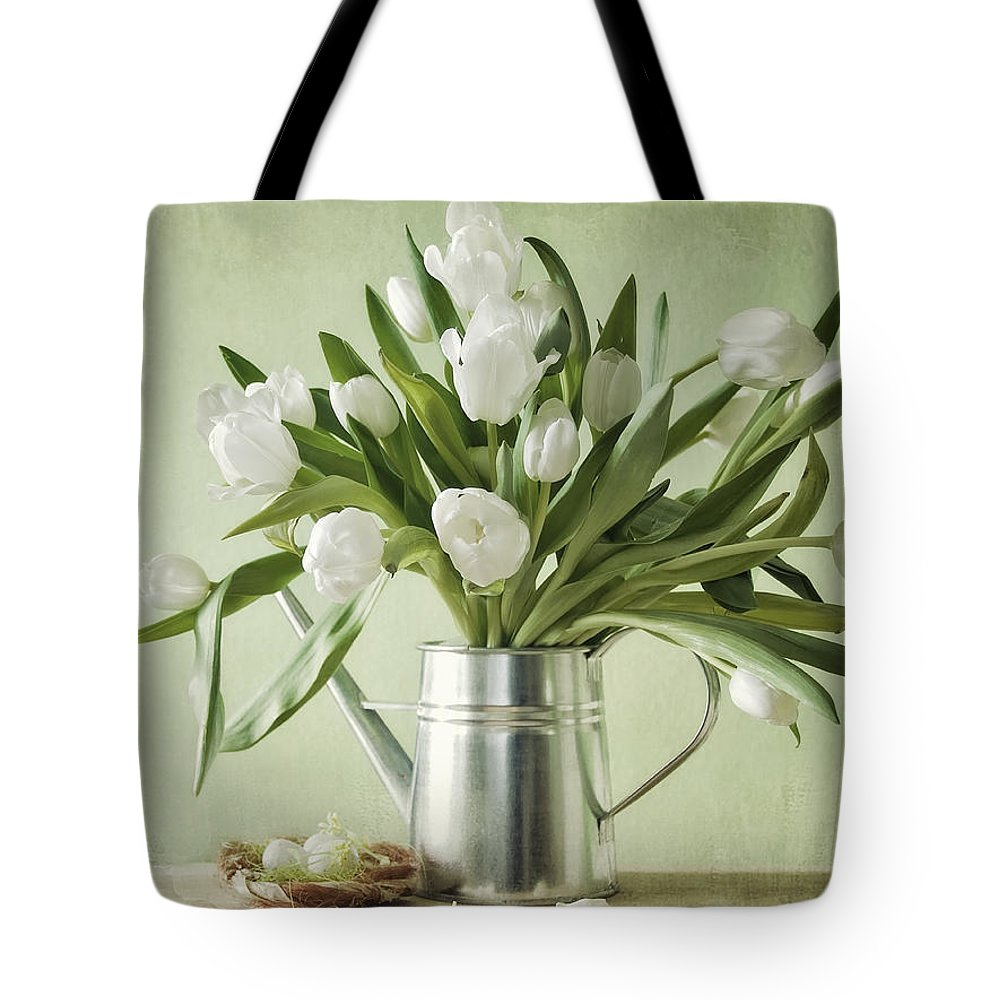 Tulpen Tote Bag featuring the pyrography Waiting For Spring by Steffen Gierok