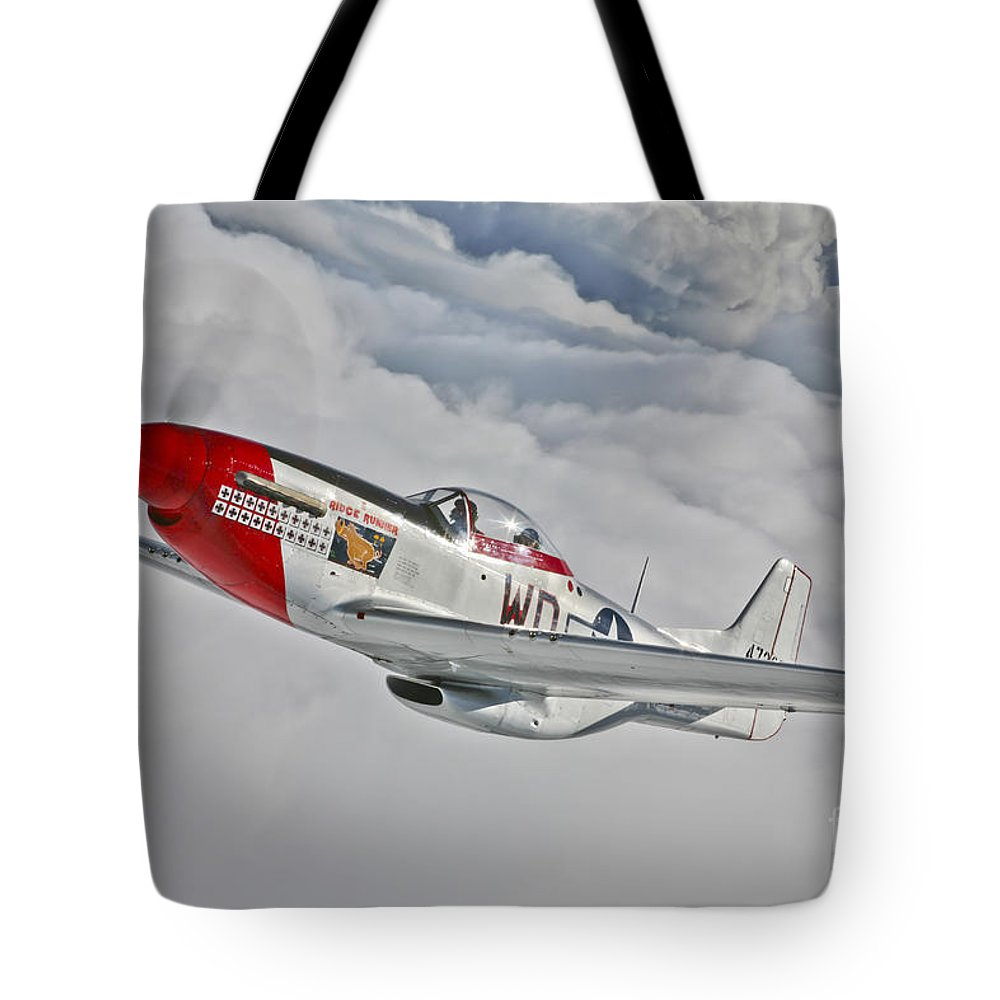 Horizontal Tote Bag featuring the photograph A P-51d Mustang In Flight by Scott Germain
