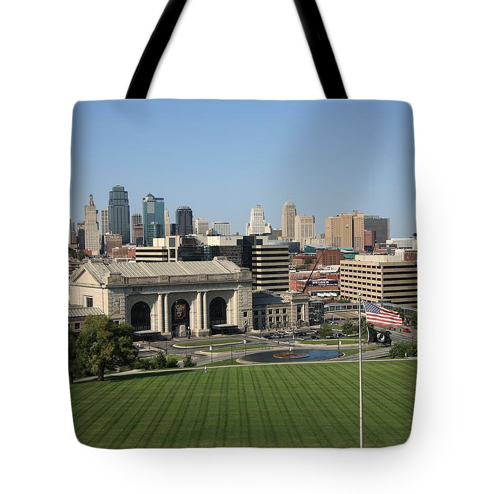 America Tote Bag featuring the photograph Kansas City Skyline by Frank Romeo