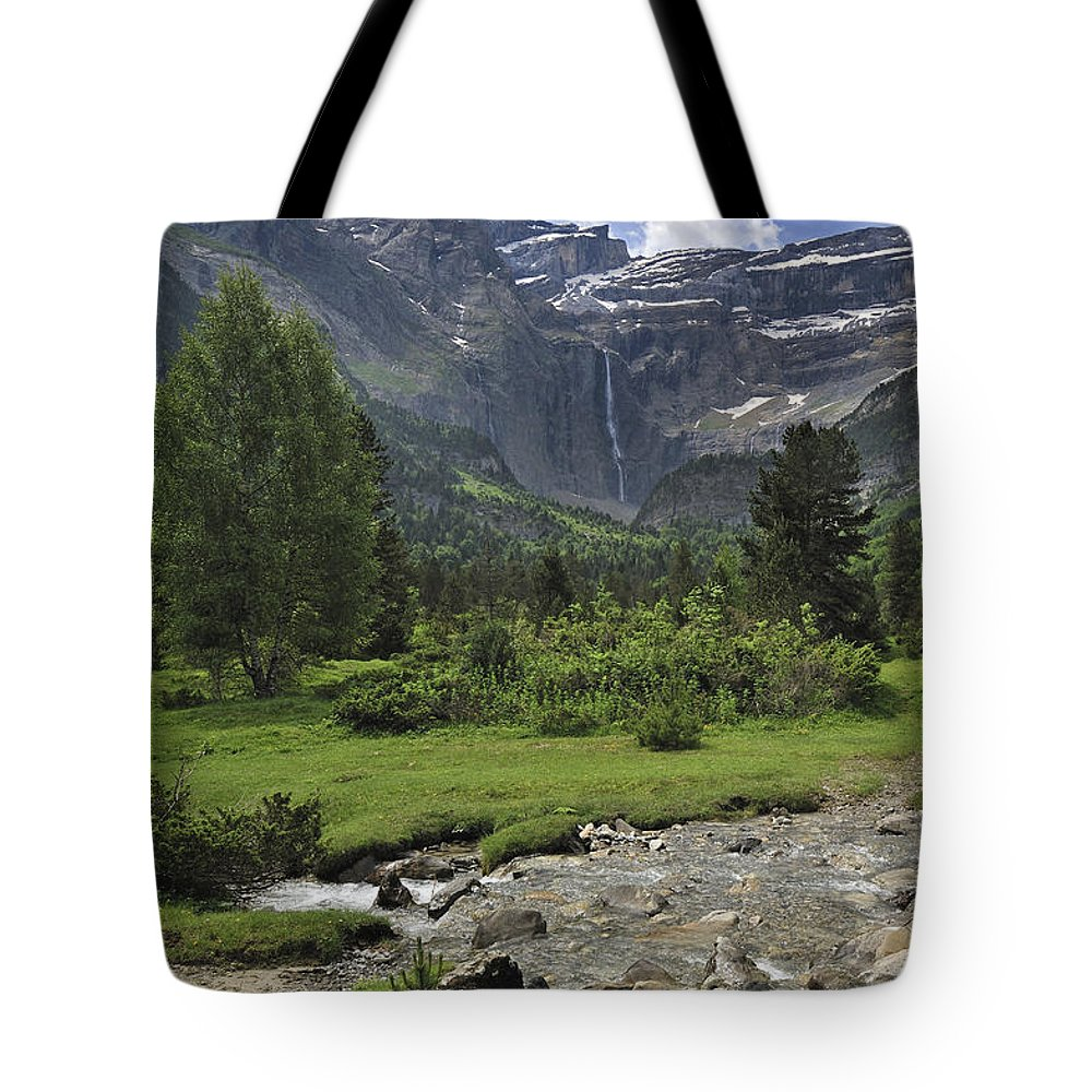 Cirque De Gavarnie Tote Bag featuring the photograph 120520p193 by Arterra Picture Library
