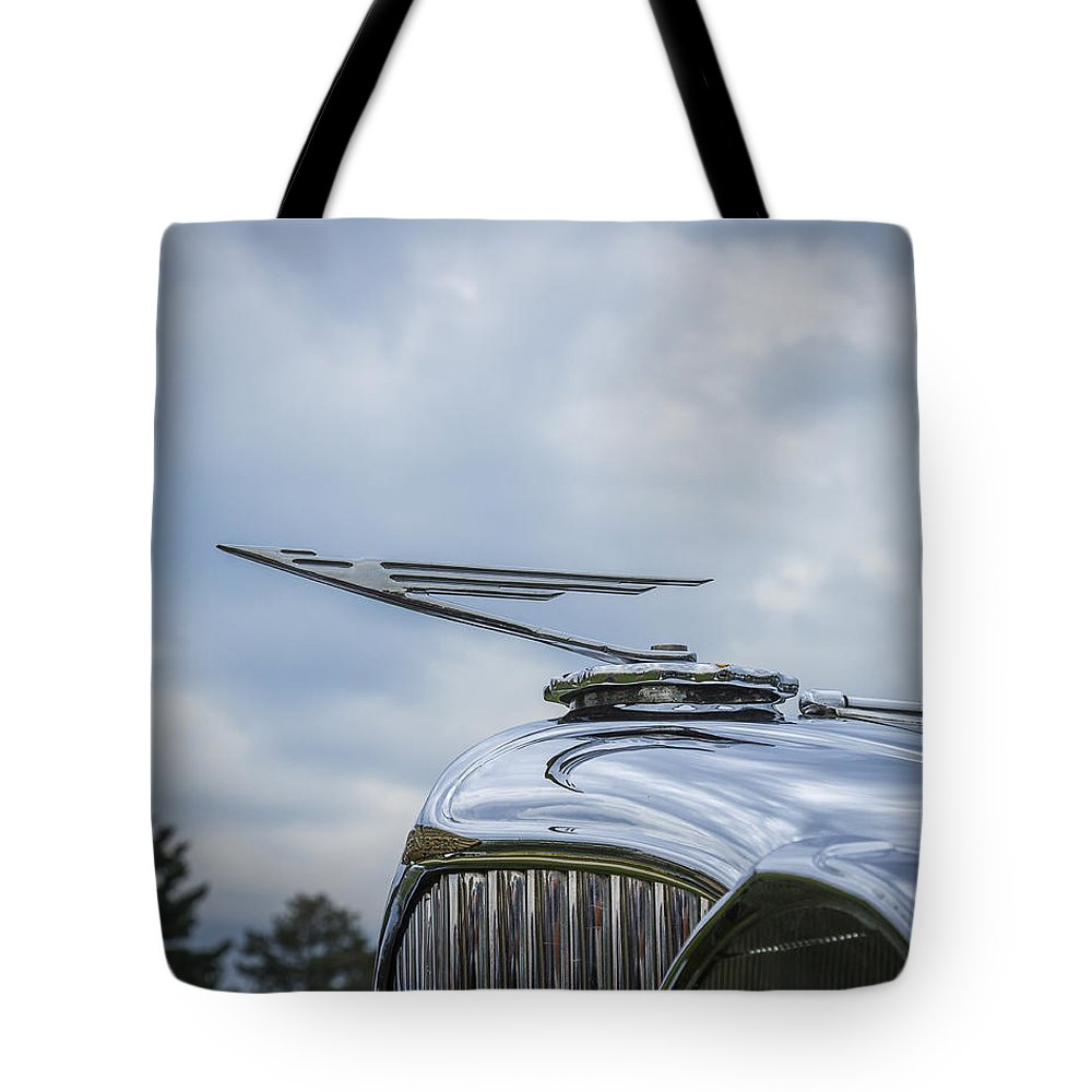 Glenmoor Tote Bag featuring the photograph 1932 Duesenburg by Jack R Perry