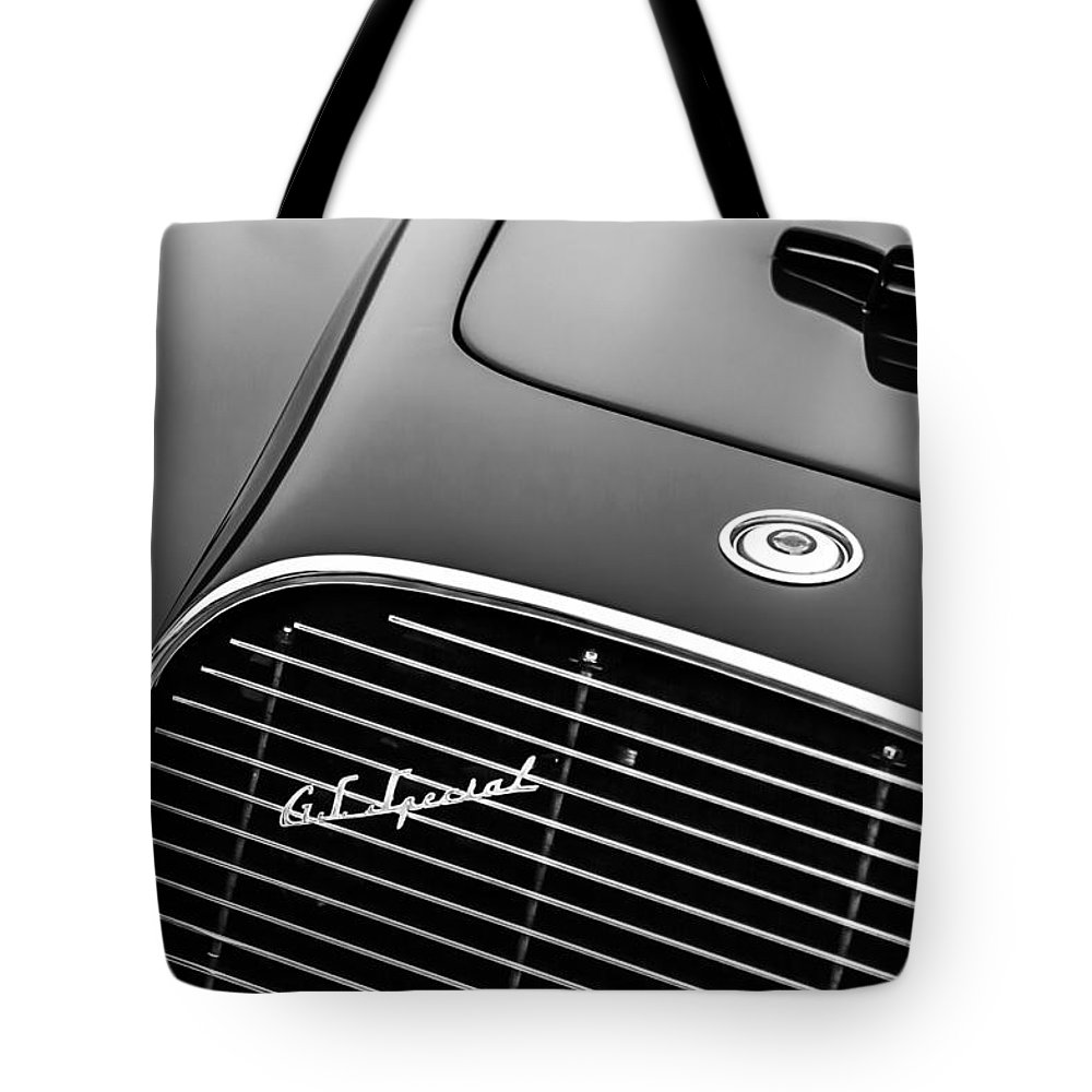 1954 Chrysler New Yorker Ghia Coupe Grille Emblem 1304bw Tote Bag Featuring The Photograph