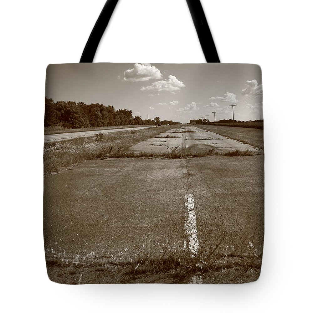 66 Tote Bag featuring the photograph Abandoned Route 66 by Frank Romeo
