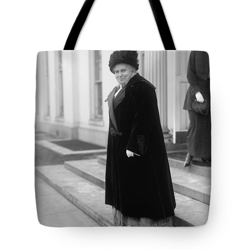 1914 Tote Bag featuring the photograph Anna Howard Shaw by Granger