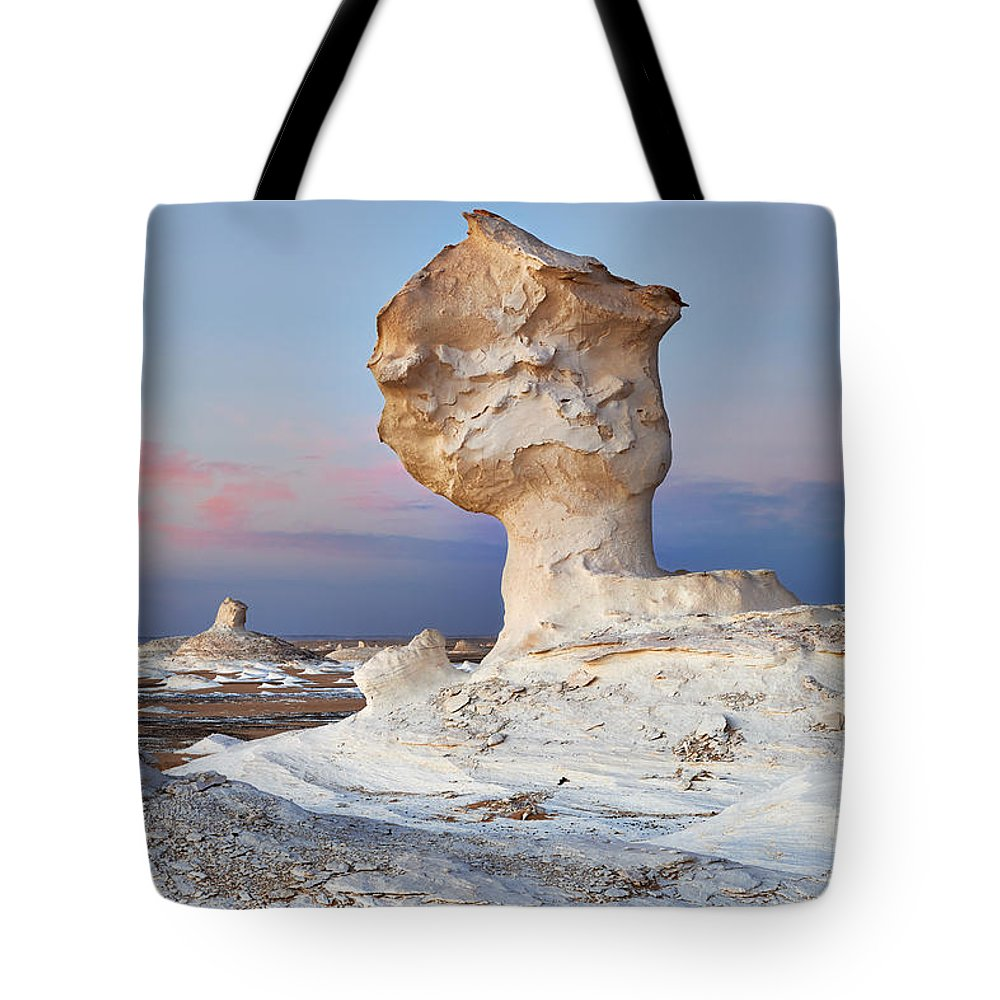 Fotografie Tote Bag featuring the photograph Egytians White Desert by Juergen Ritterbach