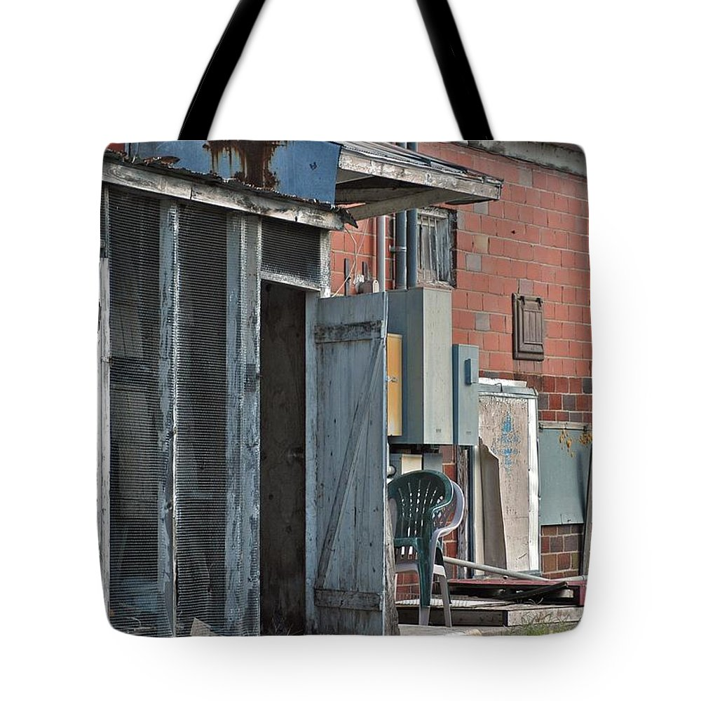 Alley Tote Bag featuring the photograph Exit by Joseph Yarbrough