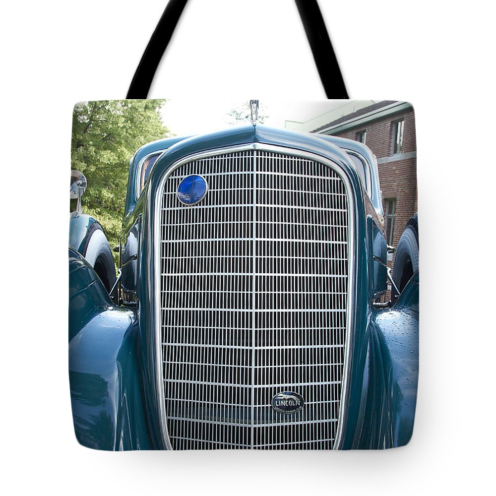 Antique Tote Bag featuring the photograph Lincoln by Jack R Perry