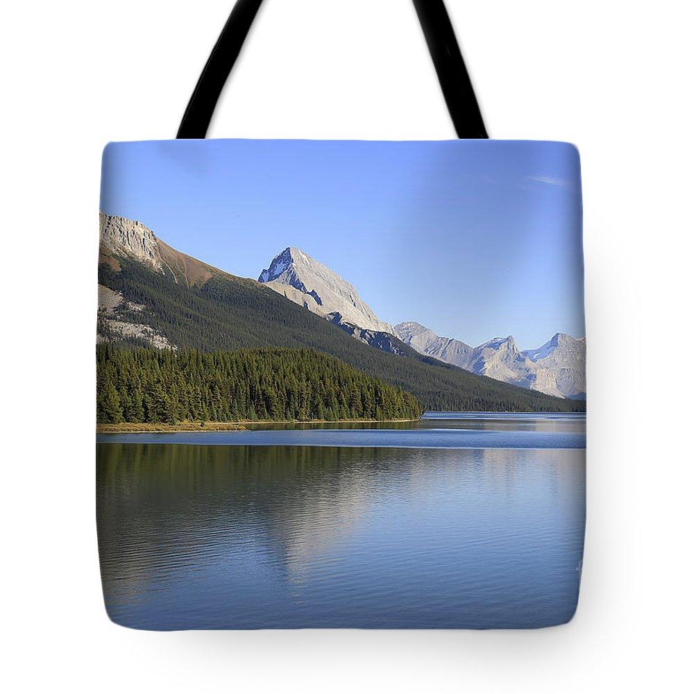 Maligne Lake Tote Bag featuring the photograph Maligne Lake by Teresa Zieba