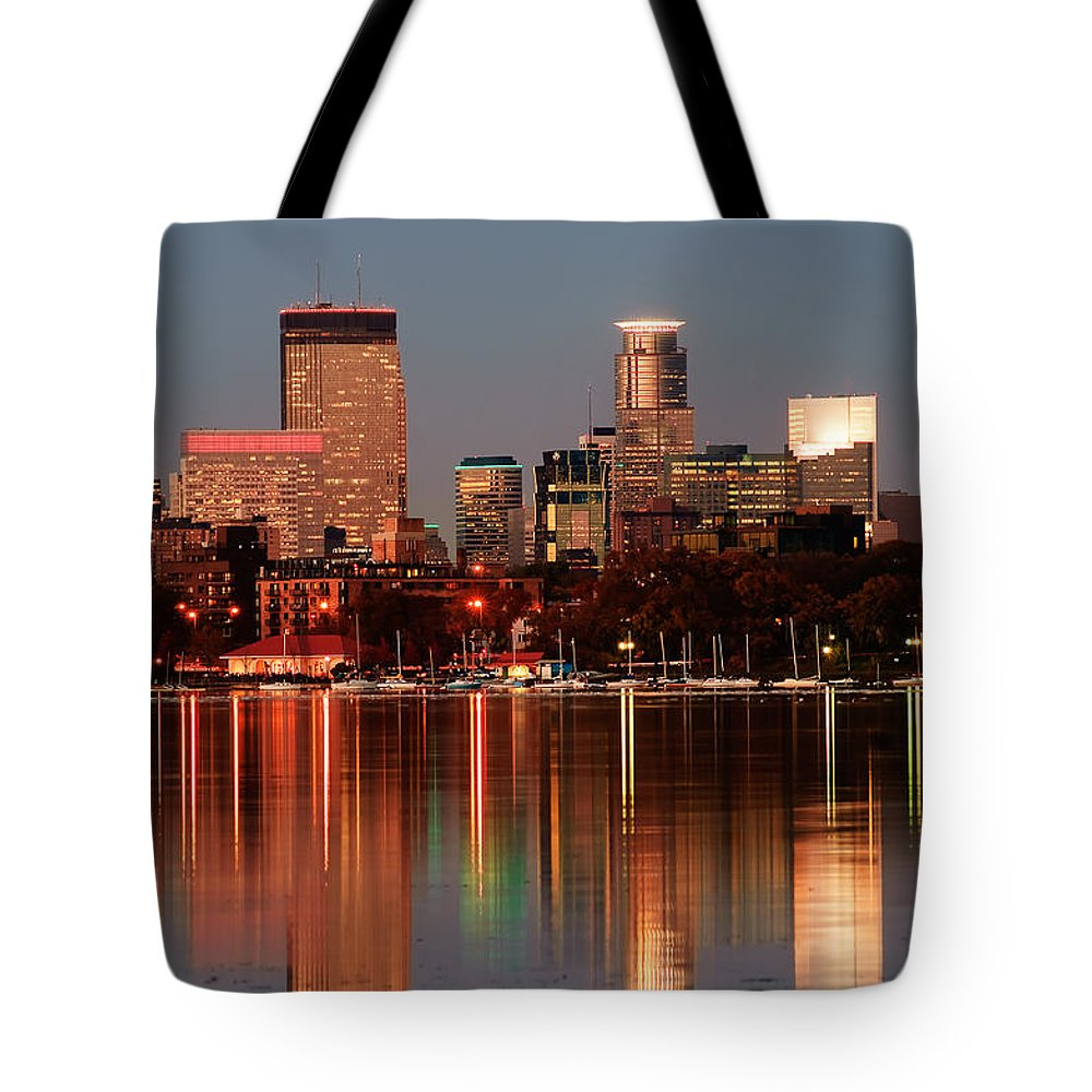 Minneapolis Skyline Tote Bag featuring the photograph Minneapolis Skyline by Joe Mamer
