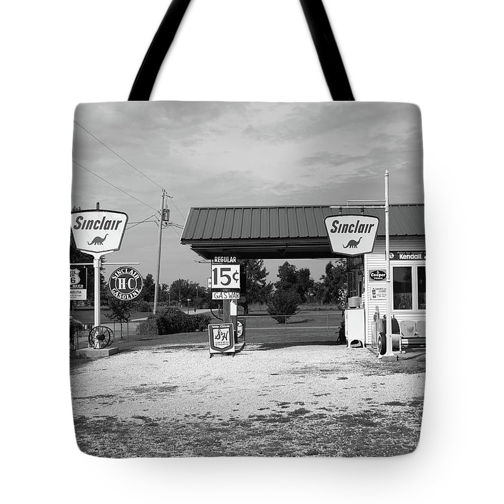 66 Tote Bag featuring the photograph Route 66 Gas Station by Frank Romeo