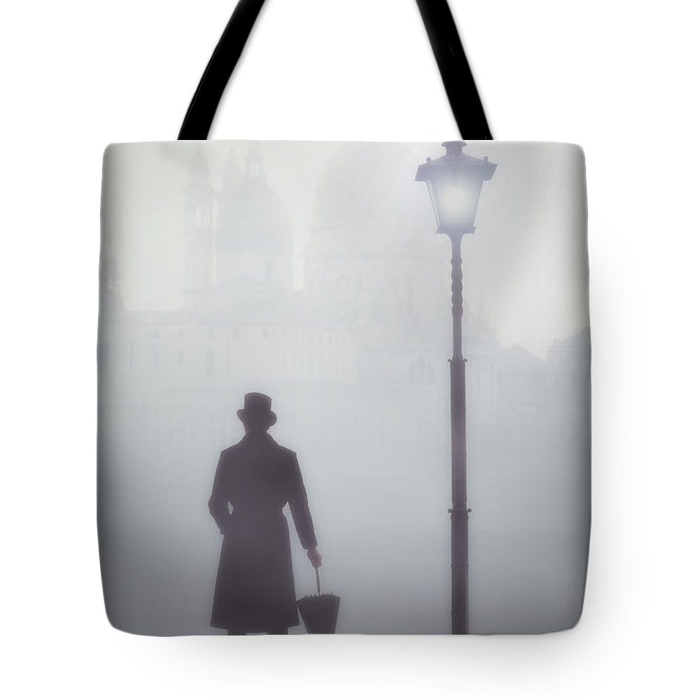 Back Light Tote Bags