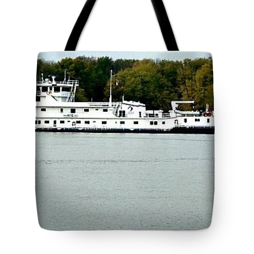 Cooperative Venture Tote Bag featuring the photograph Cooperative Venture by Tom Geiger