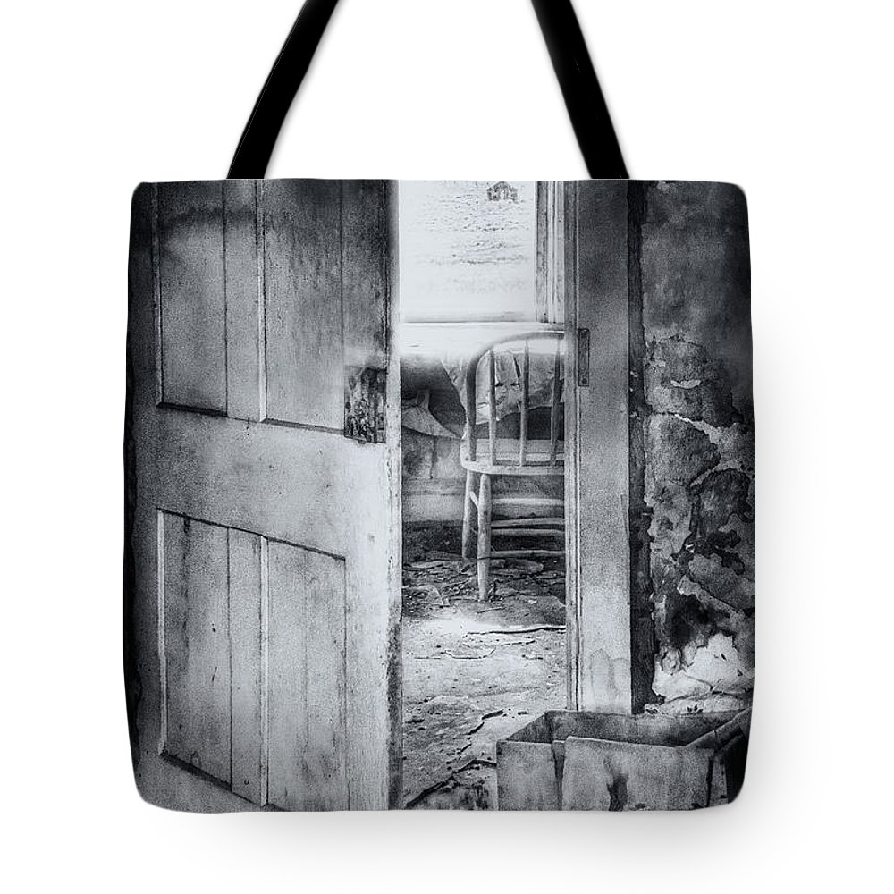 Old Tote Bag featuring the photograph Left by Margie Hurwich