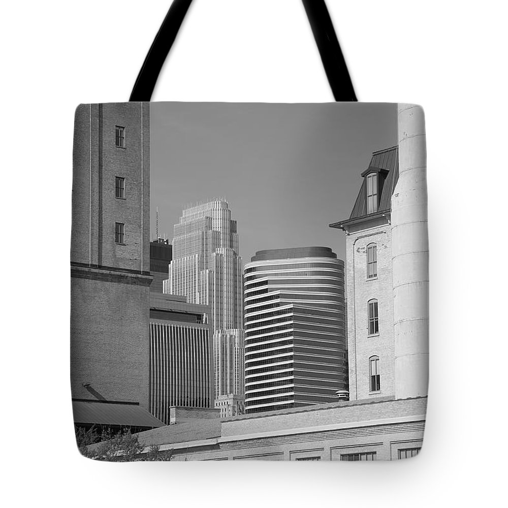 America Tote Bag featuring the photograph Minneapolis by Frank Romeo