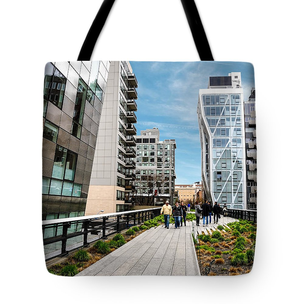 Chelsea Tote Bag featuring the photograph The High Line Urban Park New York Citiy by Amy Cicconi