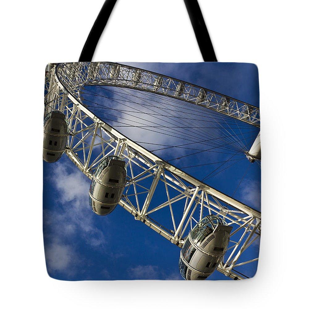 London Eye Tote Bag featuring the photograph The London Eye by David Pyatt