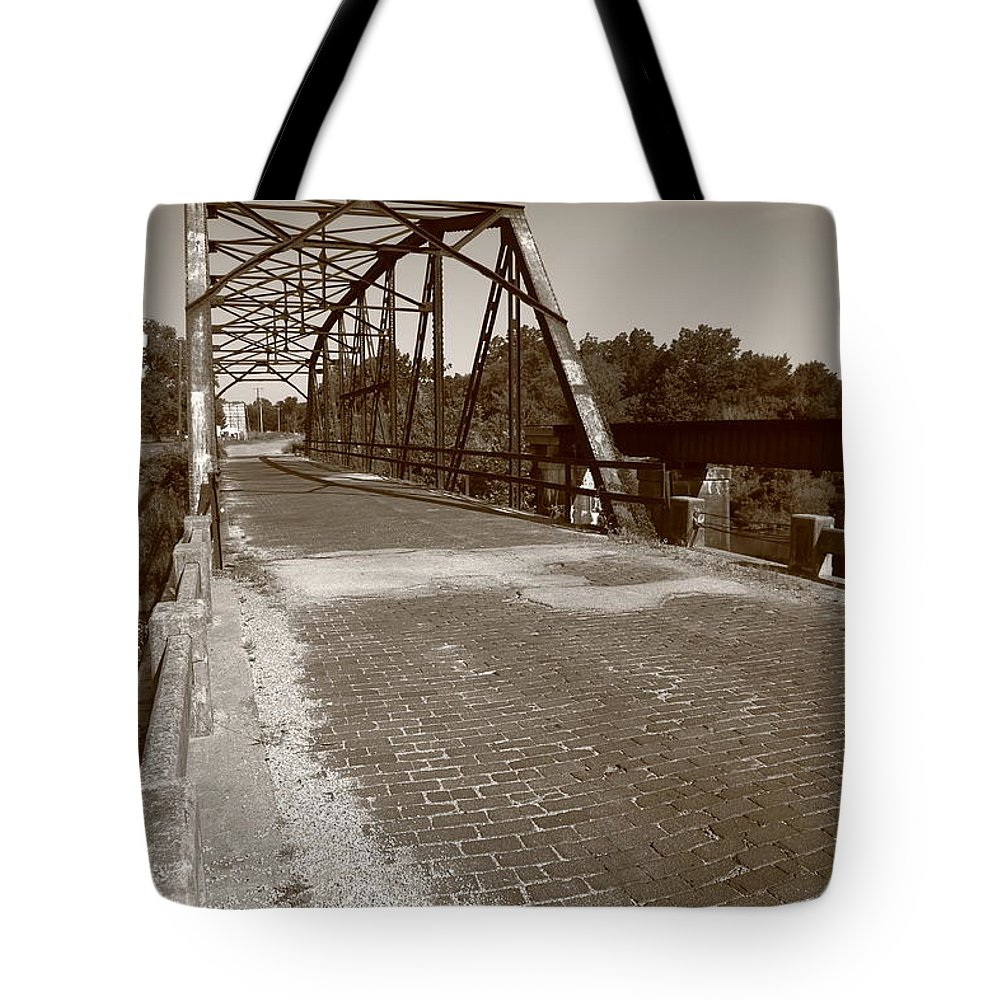 66 Tote Bag featuring the photograph Route 66 - One Lane Bridge by Frank Romeo