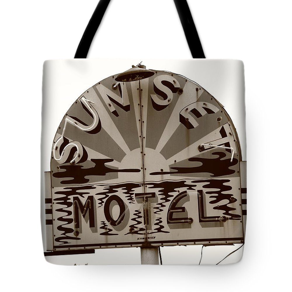 66 Tote Bag featuring the photograph Route 66 - Sunset Motel by Frank Romeo