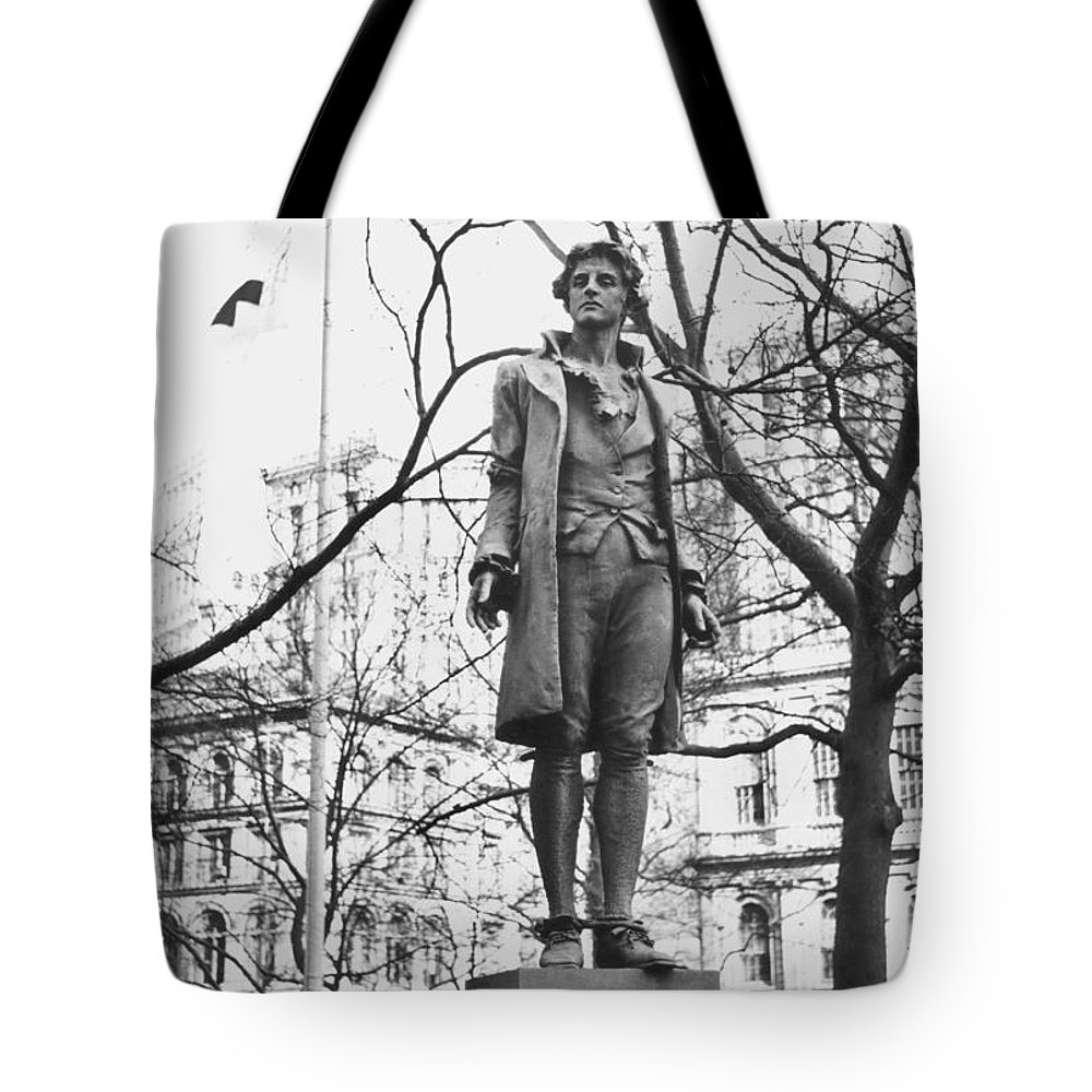 18th Century Tote Bag featuring the photograph Nathan Hale (1755-1776) by Granger