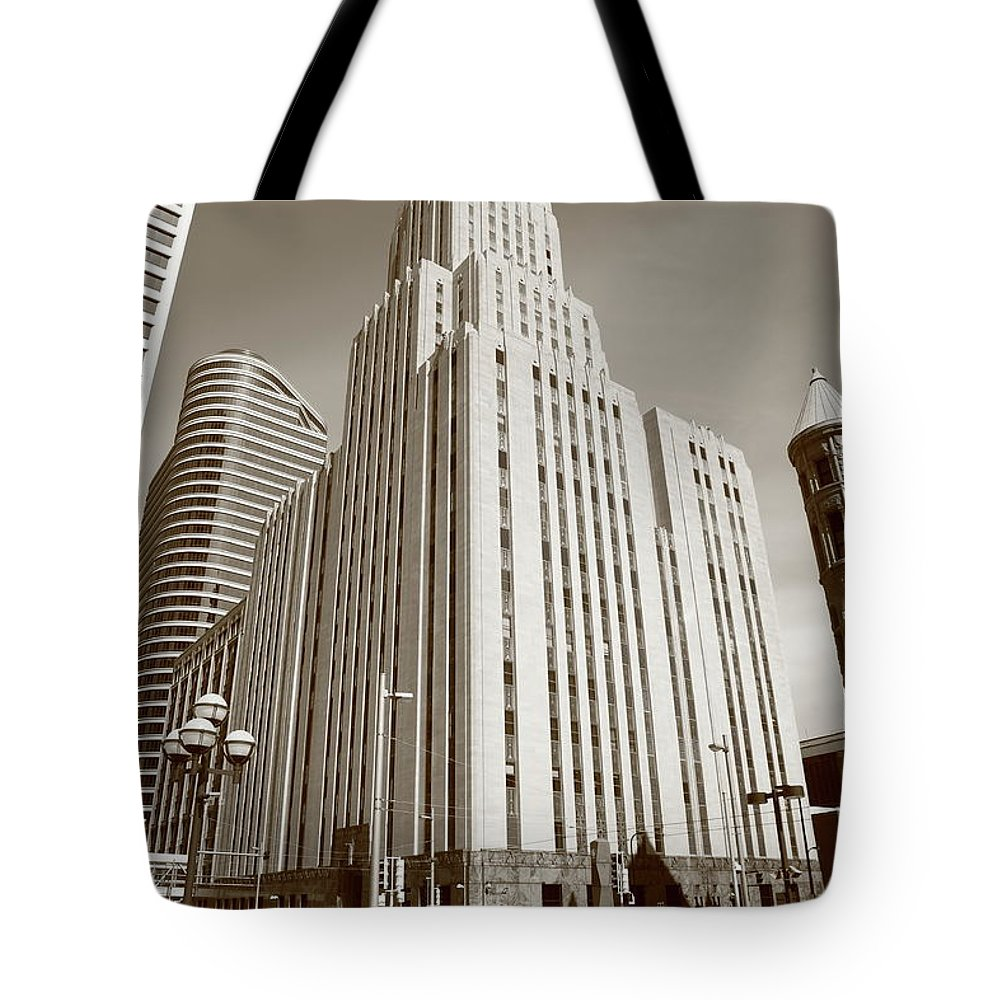 America Tote Bag featuring the photograph Minneapolis Skyscrapers by Frank Romeo