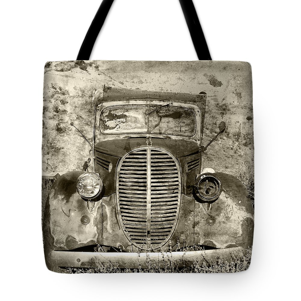 Automotive Tote Bag featuring the photograph Speed King by Paul Fell