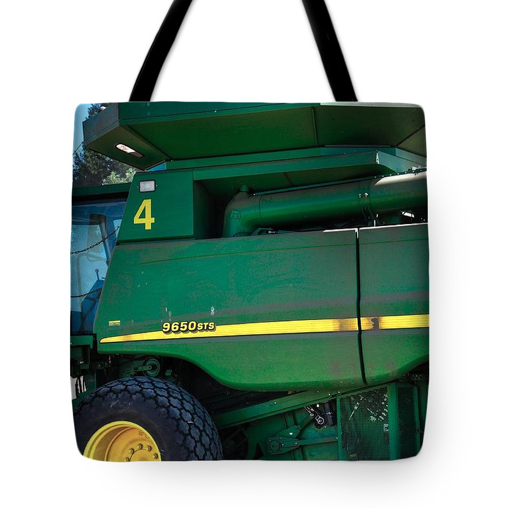 Linn Tote Bag featuring the photograph 9650 Sts 16027 by Jerry Sodorff