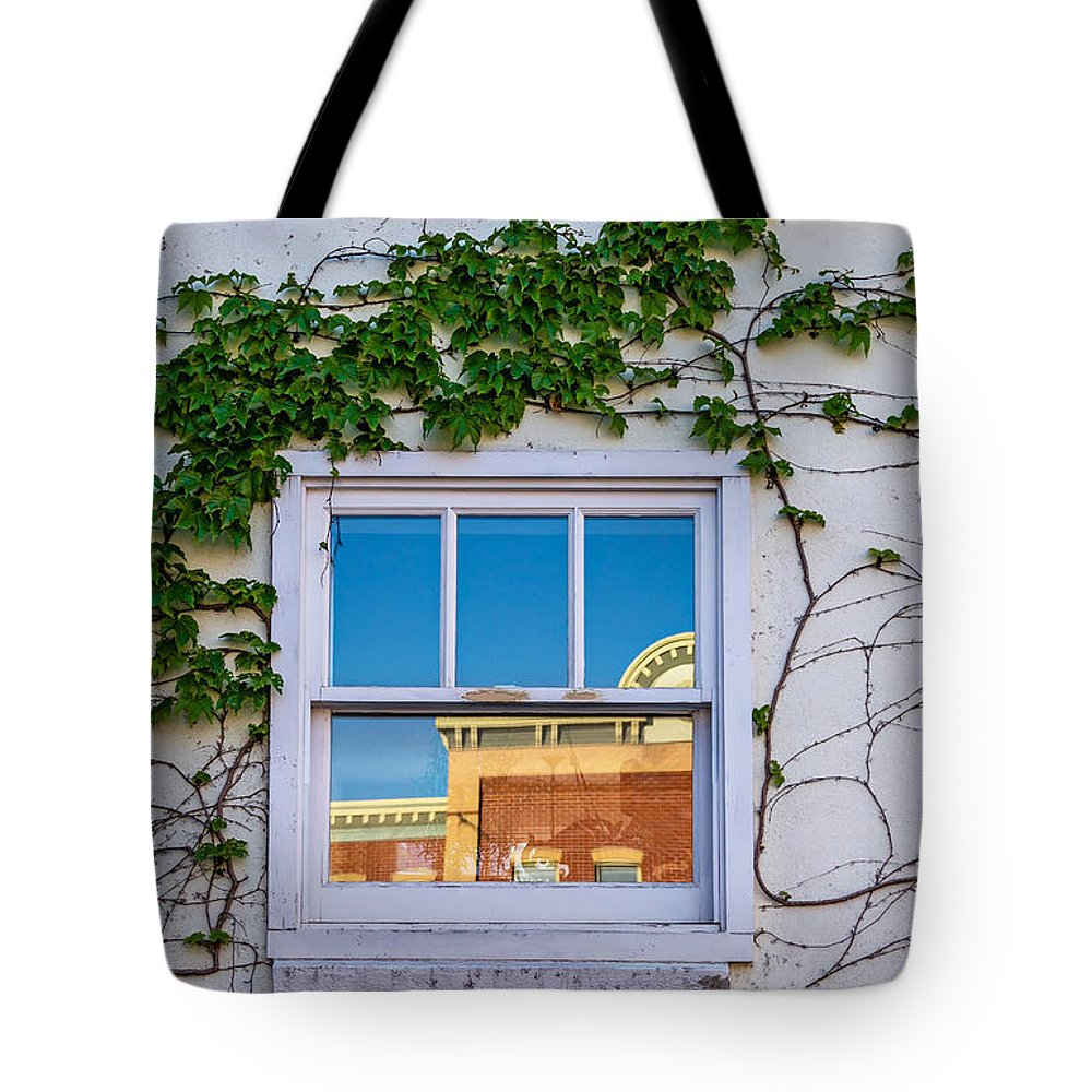 Spring Tote Bag featuring the photograph A Good Start by Steve Harrington