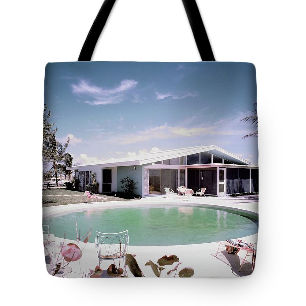 Miami Tote Bag featuring the photograph A House In Miami by Tom Leonard