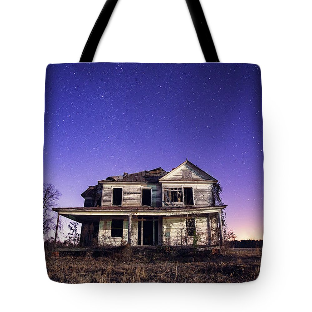 North Carolina Tote Bag featuring the photograph Abandoned Rural Farmhouse by Malcolm Macgregor