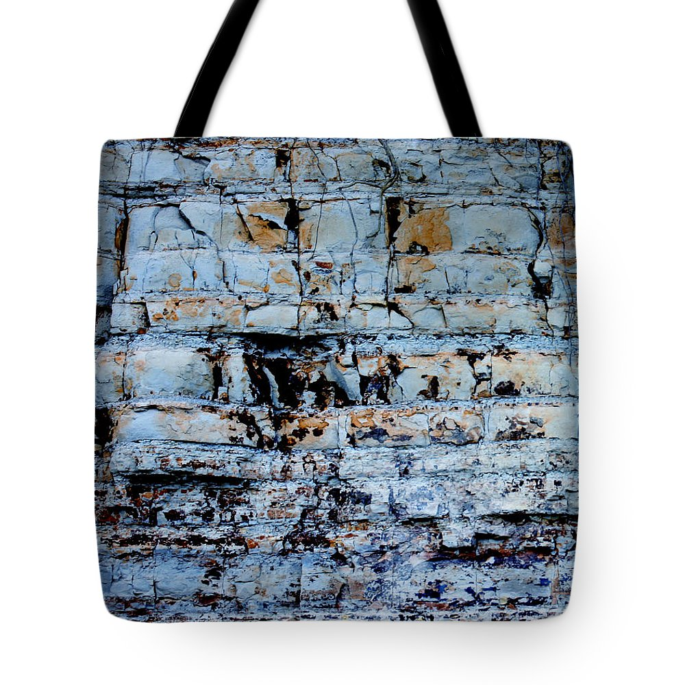 Abstract Tote Bag featuring the painting Abstract 01b by Gee Lyon
