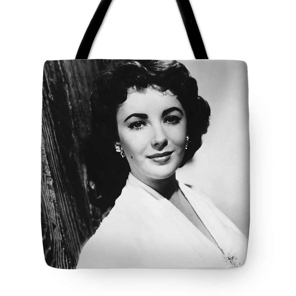 1950's Tote Bag featuring the photograph Actress Elizabeth Taylor by Underwood Archives