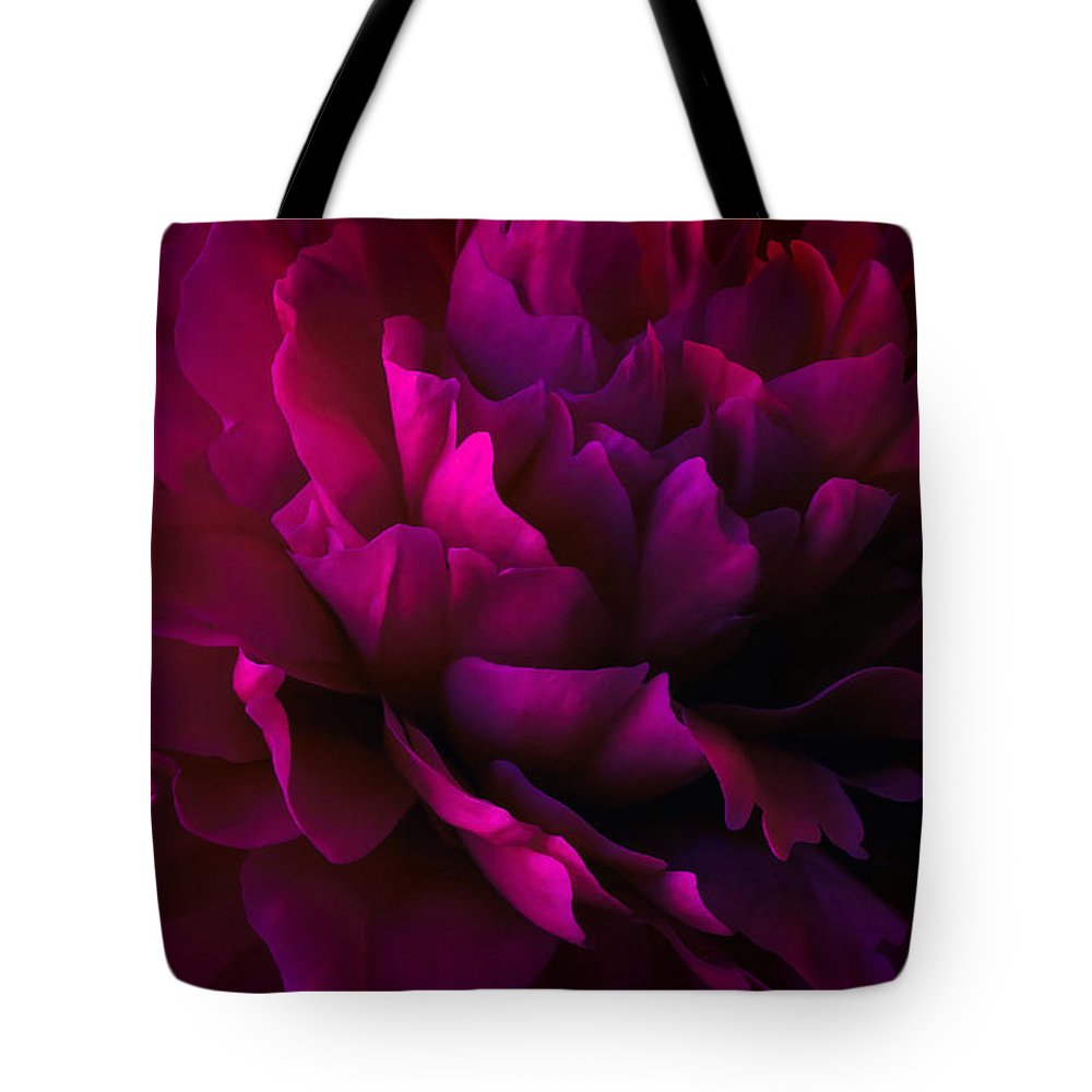 Floral Tote Bag featuring the photograph Allure by Darlene Kwiatkowski