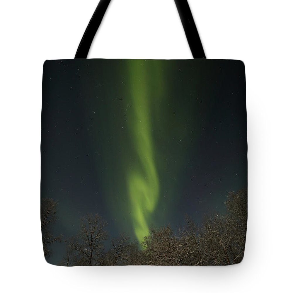 Aurora Tote Bag featuring the photograph An Aurora Column by Pekka Sammallahti