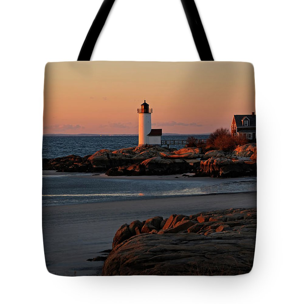 Annisquam Lighthouse Tote Bag featuring the photograph Annisquam Lighthouse At Sunset by Liz Mackney