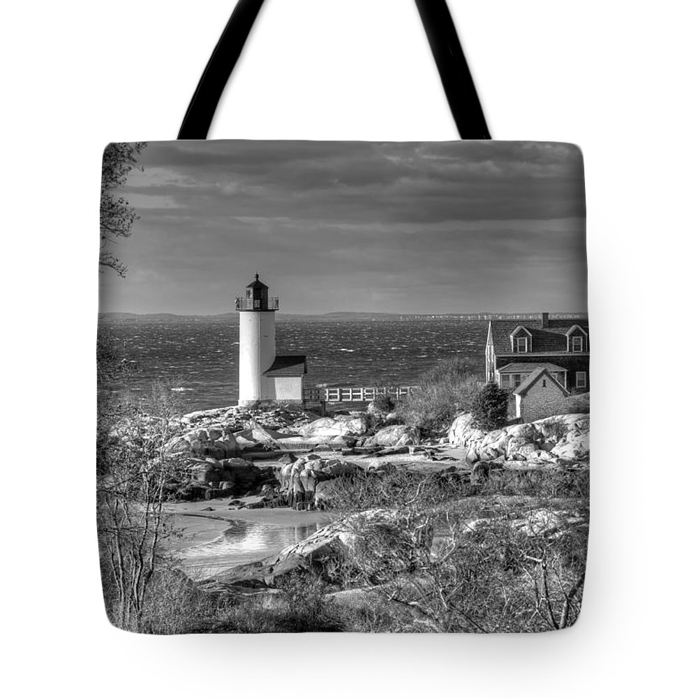 Annisquam Lighthouse Tote Bag featuring the photograph Annisquam Lighthouse Black And White by Liz Mackney