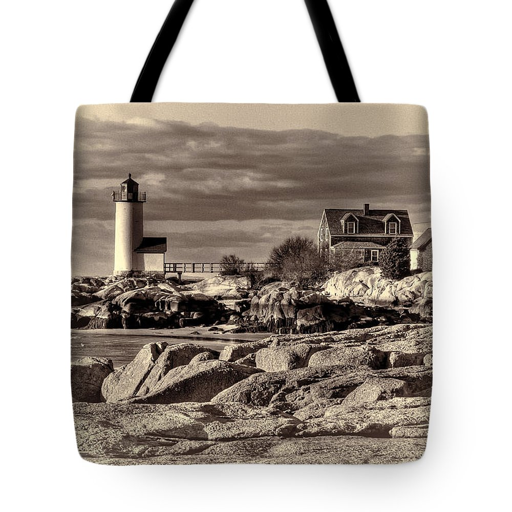 Annisquam Lighthouse Tote Bag featuring the photograph Annisquam Lighthouse Vintage by Liz Mackney